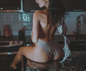 Maelyss sex clubs in Corona CA & independent escorts