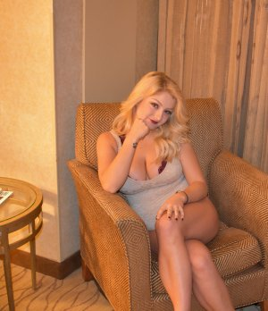 Doreen outcall escorts in Columbia Illinois